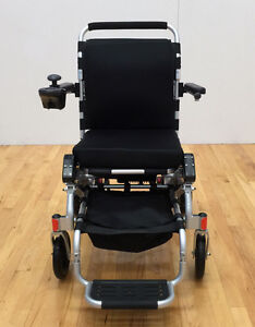 SAVE $1819!!   EASYFOLD  ELITE POWER  WHEELCHAIR ONLY 46lbs!! London Ontario image 4