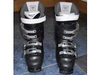 Ladies Saloman Ski boots UK size 5.5 plus boot bag