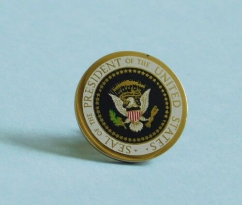 Authentic White House Presidential Seal Richard Nixon VIP gift Lapel pin Mint