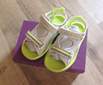 Clarks Kinderschuhen Sommer Sandalen Gr. 25.5 (U.K. 8) Neu mit Karton