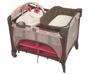 Graco Pack 'n Play Playard with Newborn Napper Station DLX, Jacq