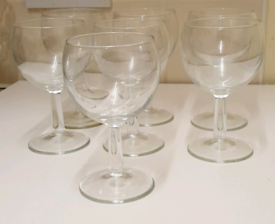 Wine Glass Set / haven't been used to consume any alcoholic beverage