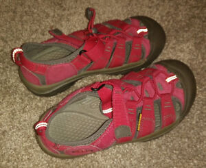 NEW KEEN outdoor sandals, youth size 3