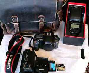 Canon 7D + battery grip+  Flash + Leather Bag