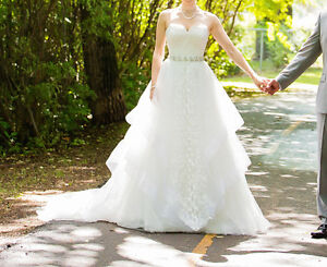 Beautiful Wedding Dress - Luna Novias (Size 2)