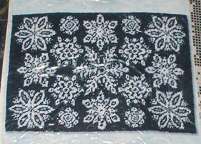 "Winter ""Snowflakes"" Latch Hook Rug Kit NIP 40x27"""