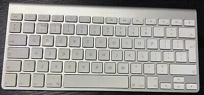 Orig Apple A1255 Bluetooth Wireless Keyboard QWERTY Good Condition UK Version.