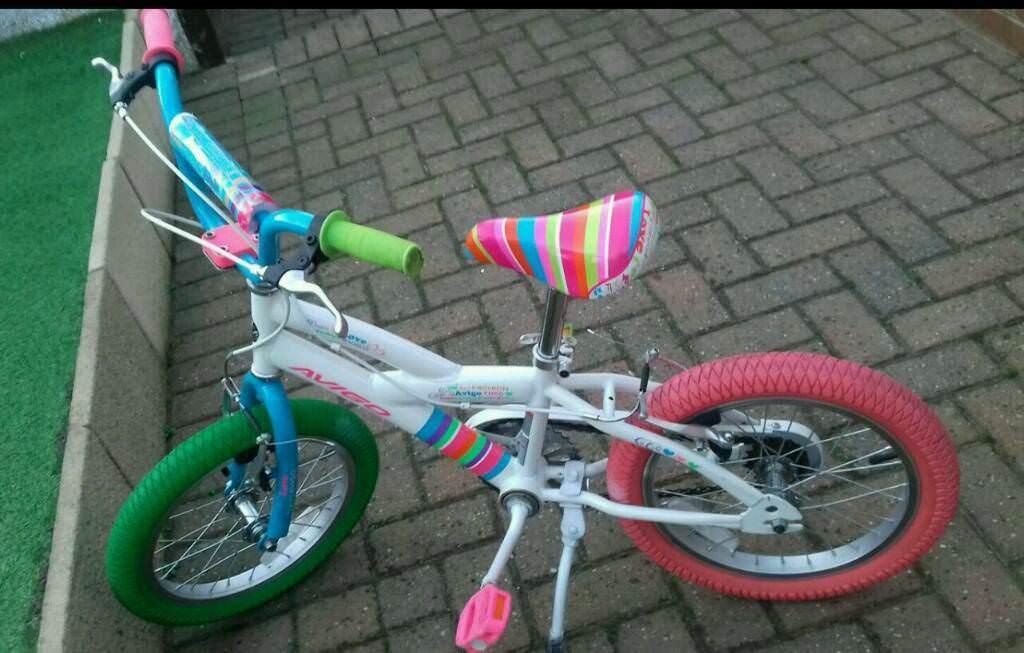 Kids Avigo 16 Inch Bike With Stabilisers In Queensbury West