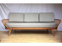 Stunning vintage Ercol studio couch day bed sofa