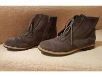 Good condition 2nd Hand CLARKS Women's Boots Size UK 5.5