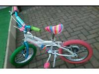Kids Avigo bike with stabilisers