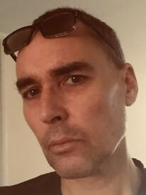 English Man is looking for French or Spanish Teacher in Exchange for English lessons and Friendship