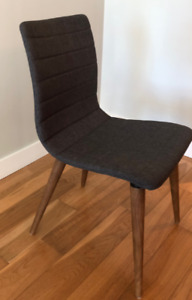 Blue fabric chairs with wooden legs x4