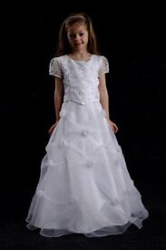 Communion dress age 8 fully lined tags on has underskirt attached looks like two piece