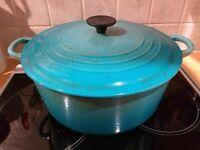 Le Creuset 28cm Cast Iron Round Teal Casserole Extra Large Cooking Crock Pot