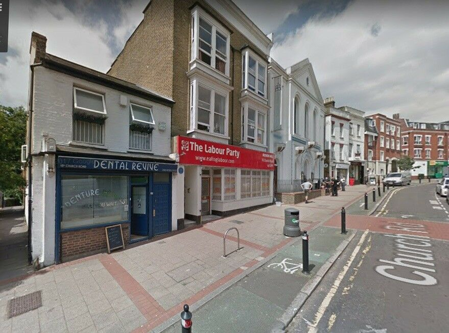 Shop premises to let in Acton W3