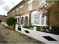 Double room within a 4 bedroom property just moments away from Clapham North & Brixtion station.