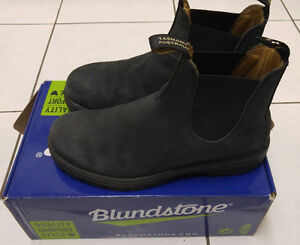 Blundstone boots - almost new condition