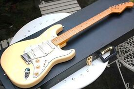 1997 Fender USA Stratocaster USA with hardcase Excellent Condition