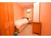 Student friendly single room to rent in cosy period house in SE27. Call now to view!