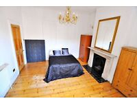 A spacious double room situated in a luxury Shepherds Bush houseshare; ALL BILLS INCLUDED NO DEPOSIT