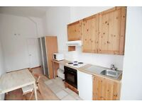 -Comfortable studio flat in Earl's Court (West Cromwell Road) for 300pw *ALL UTILITY BILLS INCLUDED*