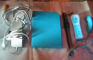 *****CONSOLE NINTENDO WII BLEU A VENDRE / BLUE NINTENDO WII SYSTEM FOR SALE*****