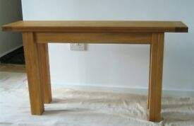 Laura Ashley extendable console table