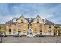Datchet House - 2 bedroom Flat - Spacious - Located within TW4, free bus zone to Heathrow