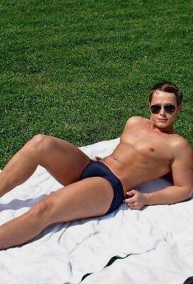 Shirtless Male Beefcake Muscular Jock Hunk Speedo Sunbathing PHOTO 4X6 F1424