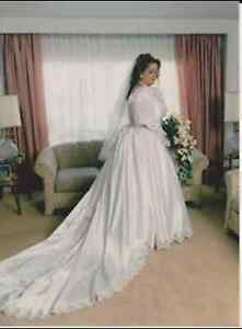 TRADITIONAL WEDDING DRESS AND VEIL - SIZE 20-22