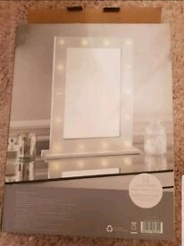Hollywood LED light up mirror