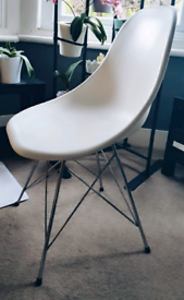 4 eames style chairs and free table/dining set