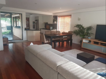 Short-Term Accomodation / Holiday Rental -Belconnen - whole house