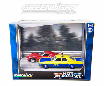 GREENLIGHT 1:64 DIECAST DIORAMA WITH DODGE MONACO POLICE CAR AND RED CORVETTE
