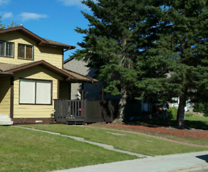 Immaculate 3 Bedroom Duplex in Whitecourt