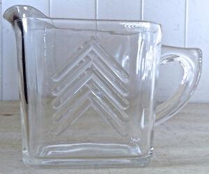 Antiquité Collection Pot à lait en verre de forme rectangulaire
