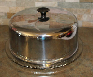 VINTAGE GLASS CAKE PLATE WITH METAL LID