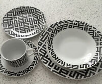 Beautiful modern 20 piece porcelain dinnerware for 4 - Like New!