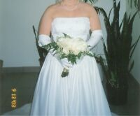 Wedding dress for sale  ( Worn Once By Mistake )