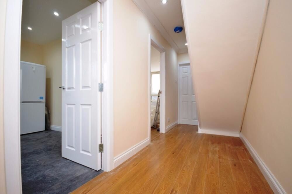 FULLY REFURBISHED 3 BEDROOM GARDEN FLAT IN CANARY WHARF