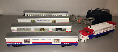 Lionel Vintage American Freedom Train Set 4 Cars 1 Locomotive HO & Multivolt