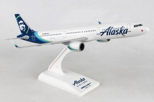 Skymarks SKR982 Alaska Airlines Airbus A321neo New Hue Desk Model 1/150 Airplane