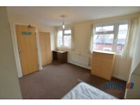 2 bedroom house in Harold View, Hyde Park, Leeds