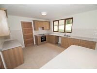 Modern oak kitchen with breakfast bar in excellent condition