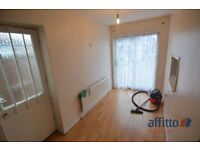 3 bedroom house in Broad Avenue, Leicester