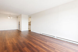 Renovated apt w/ pool, tennis court, laundry & more!