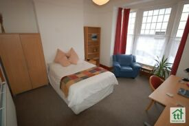 8 Bedroom Student House, All Inclusive, 50 metres from Plymouth University