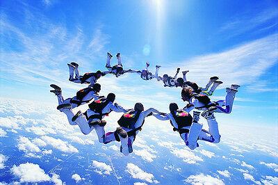 Beim Skydiven erhältst Du ganz neue Blickwinkel. (© Thinkstock via The Digitale)