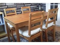 Dining Table + 4 Chairs For Sale! *Excellent Condition*